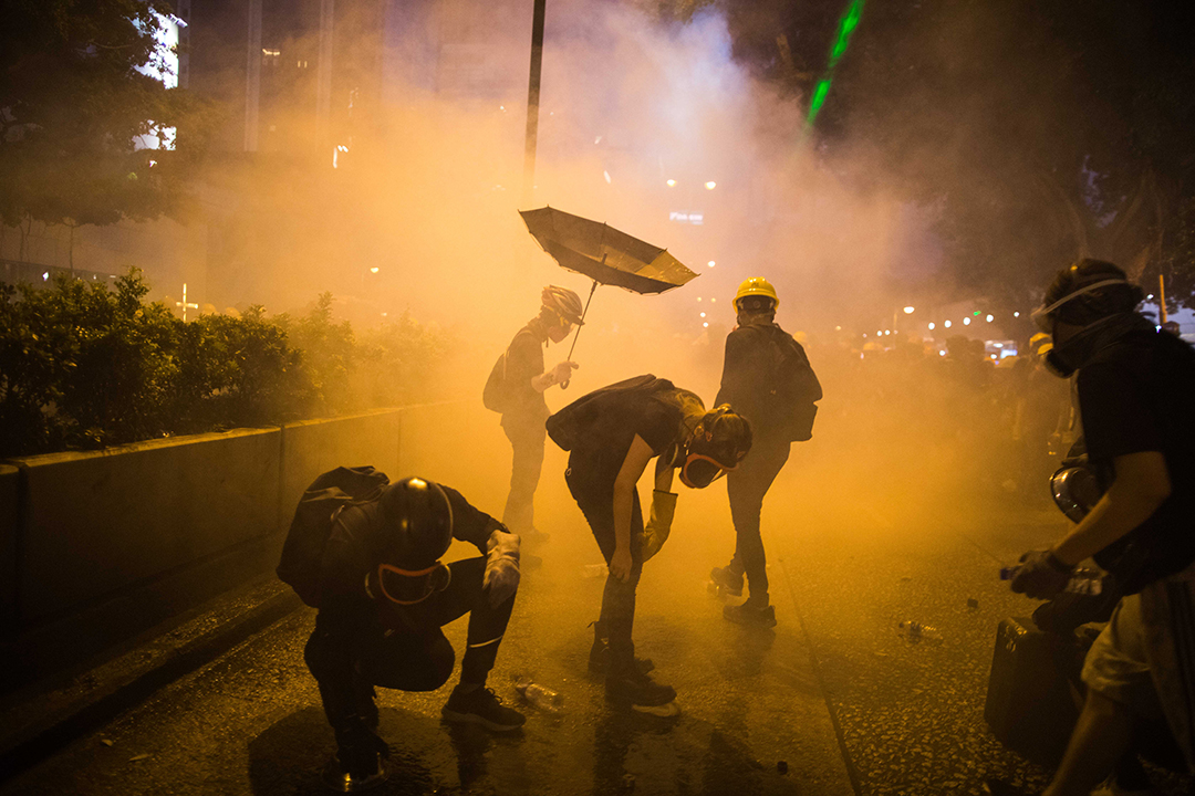 2019年8月11日,尖沙咀現場,警方一度於柏麗購物大道發射催淚彈。其後,防暴警察推進,多人被制服。