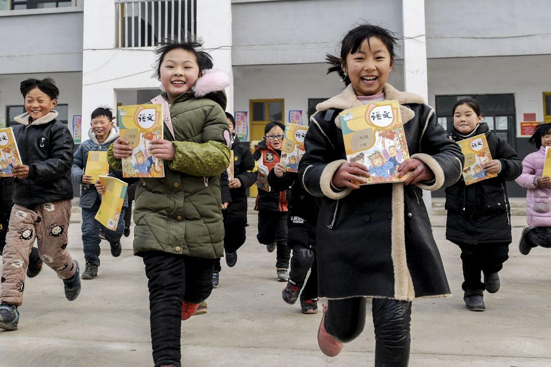 據北京青年報報導,近日中國小學教科書再出現刪改情況,要求文本中不得出現帶有宗教色彩字眼。 圖:IC photo