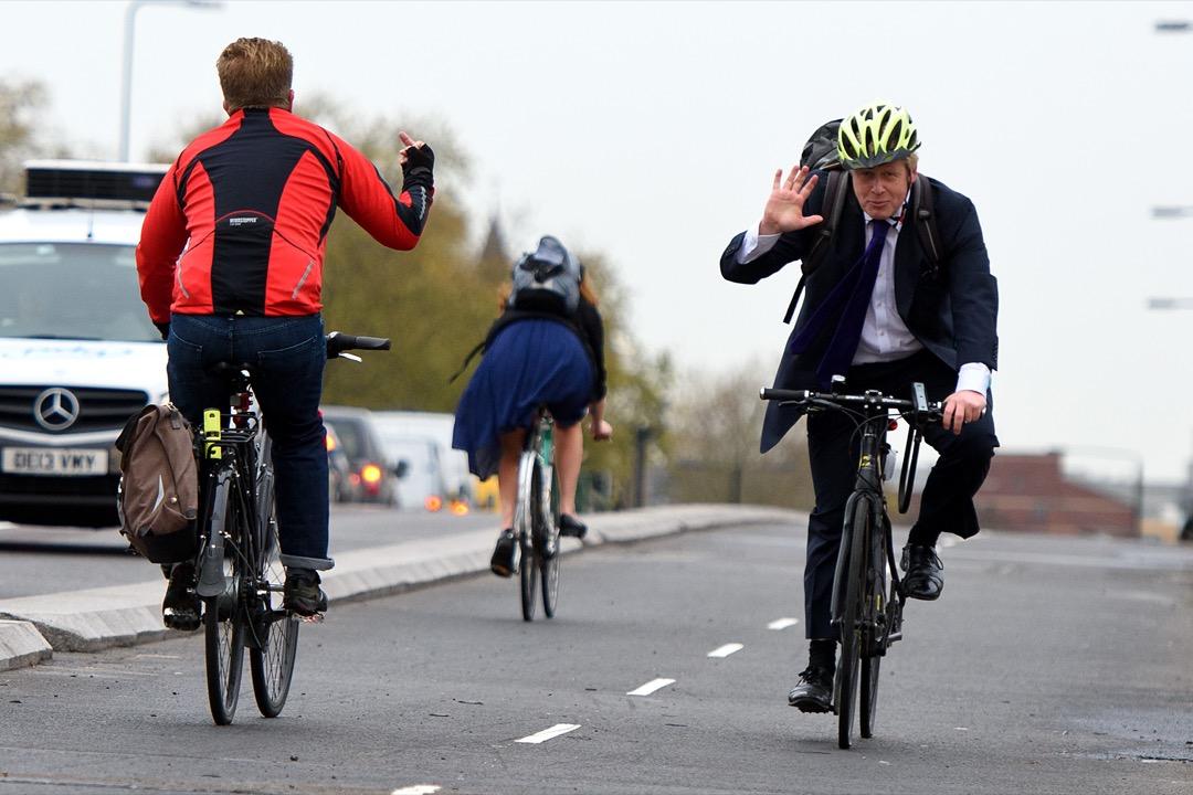 約翰遜在於2007年當選倫敦市長後,不但攬下2012年倫敦奧運會的熱度,通過在全倫敦投放市政自行車讓所有市民都記住了「鮑里斯單車」。