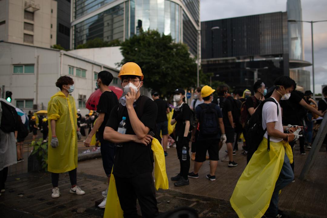 2019年7月1日,示威者在立法會外的一段馬路,嘗試衝擊在金紫荊廣場舉行的回歸週年升旗儀式。
