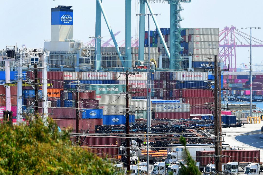 2019年8月23日,美國加州長灘港口,來自中遠集團的貨箱堆積如山。 攝:Rederic J. Brown/Getty Images