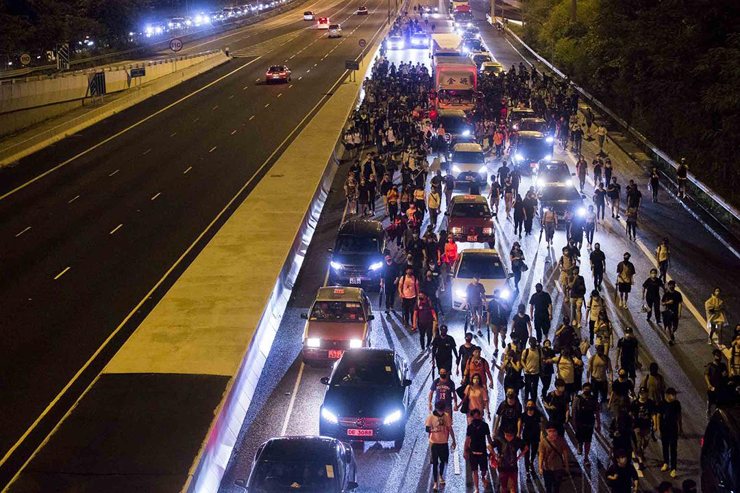 2019年9月1日,示威者沿北大嶼山公路步行往欣澳及青衣。  攝:林振東/端傳媒