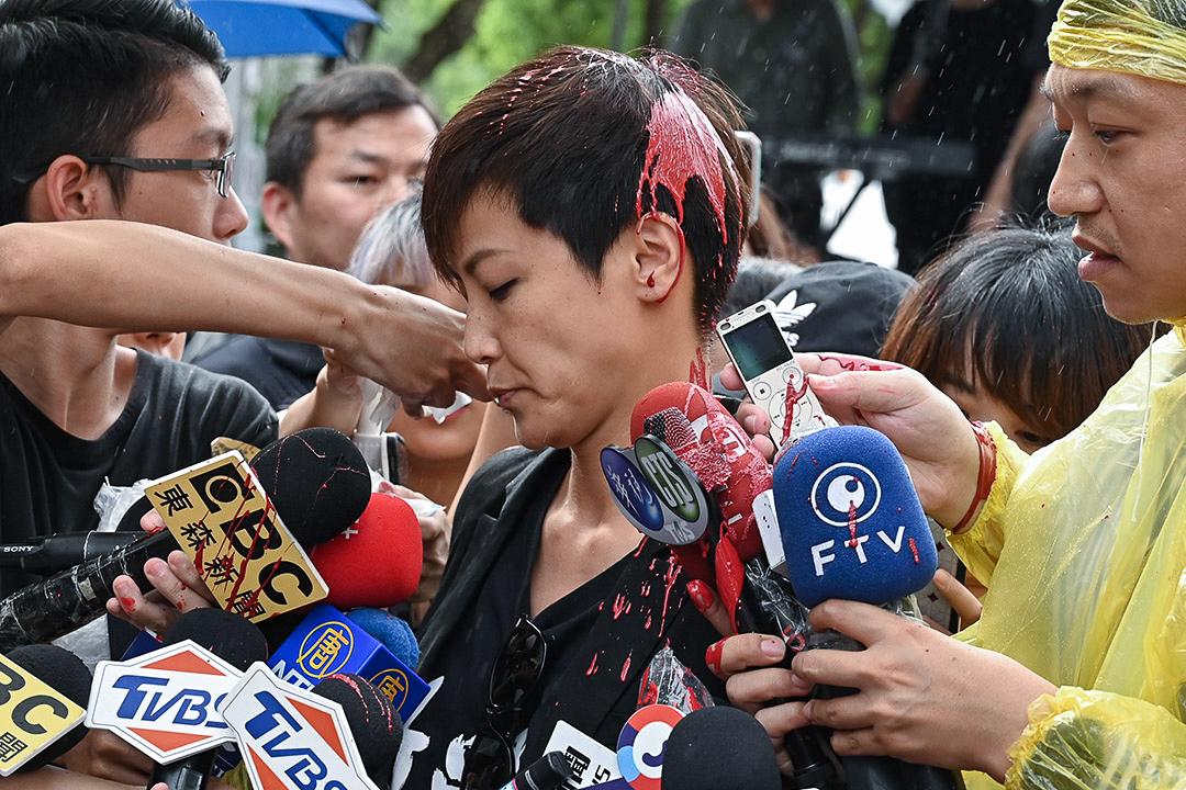 2019年9月29日,台灣聲援香港遊行期間,歌手何韻詩被撥紅漆。