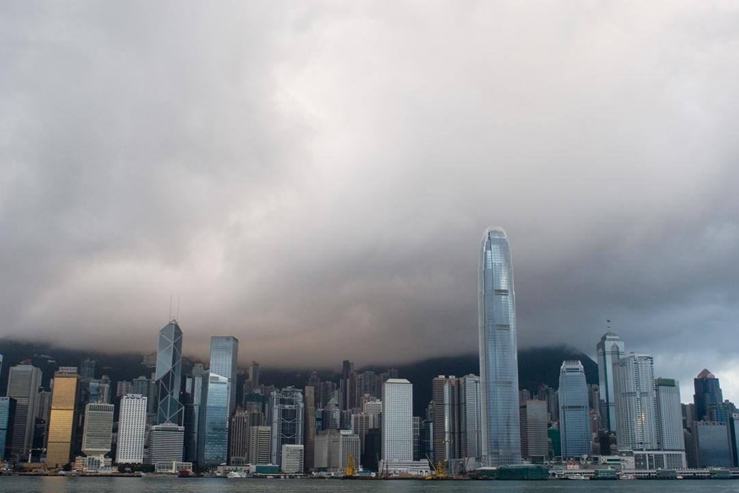 評級機構惠譽國際(Fitch Group)將對香港評級由「AA+」下調至「AA」,展望評級為「負面」,屬24年以來首次下調香港評級。 圖片來源:In Pictures Ltd. / Corbis via Getty Images