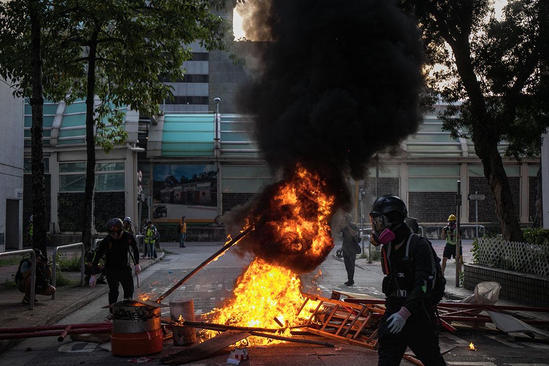9月21日,五時半左右,大會堂附近,示威者在縱火。