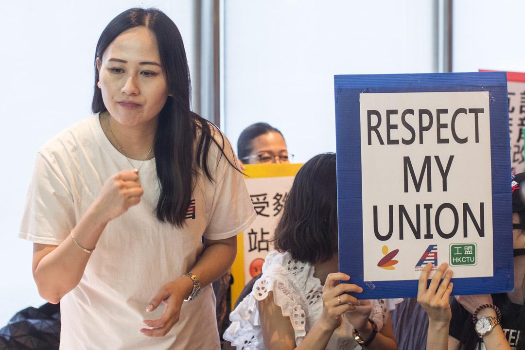 被港龍航空終止了僱傭關係的港龍空勤人員協會主席施安娜。