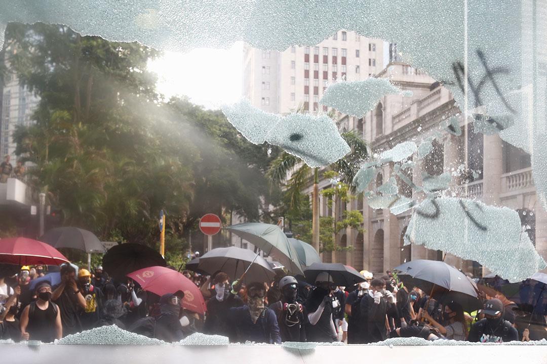 9月8日,被示威者破壞了的中環站設施。