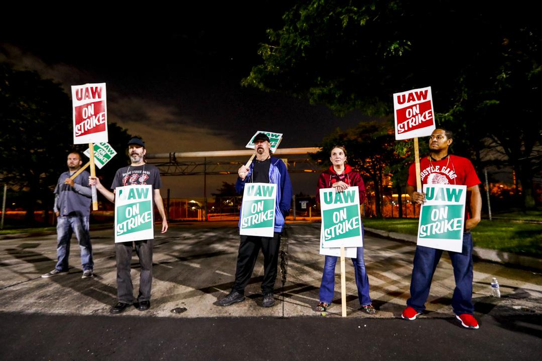 2019年9月16日,美國汽車工人聯合會與通用汽車公司,對工人未來四年合約的薪酬及福利未能達成共識,通用汽車超過49000名員工,將會在當地星期日接近午夜開始罷工。 攝:Paul Sancya/AP