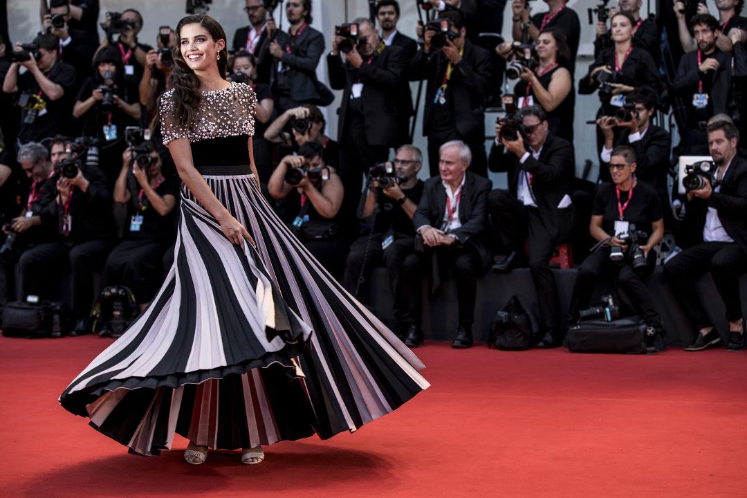 Sara Sampaio在2019年8月31日意大利威尼斯第76威尼斯電影節期間走紅地毯。