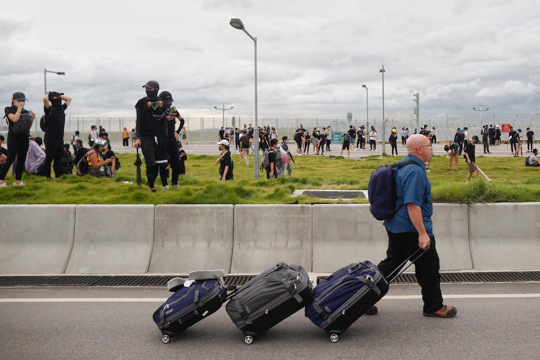 2019年9月1日,大批示威者在東涌區內多處架設路障。