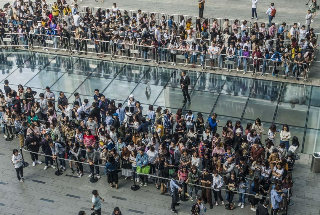 2018年9月29日,四川成都喜茶在一個商場開業,早上7時就有市民前往排隊。