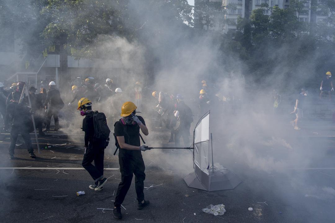 2019年8月5日,大埔警察施放催淚彈。