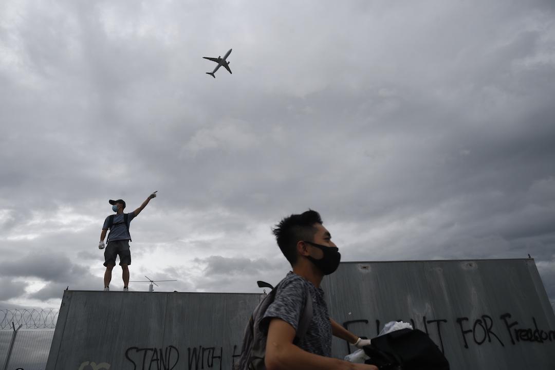2019年9月1日,示威者在東涌區內。