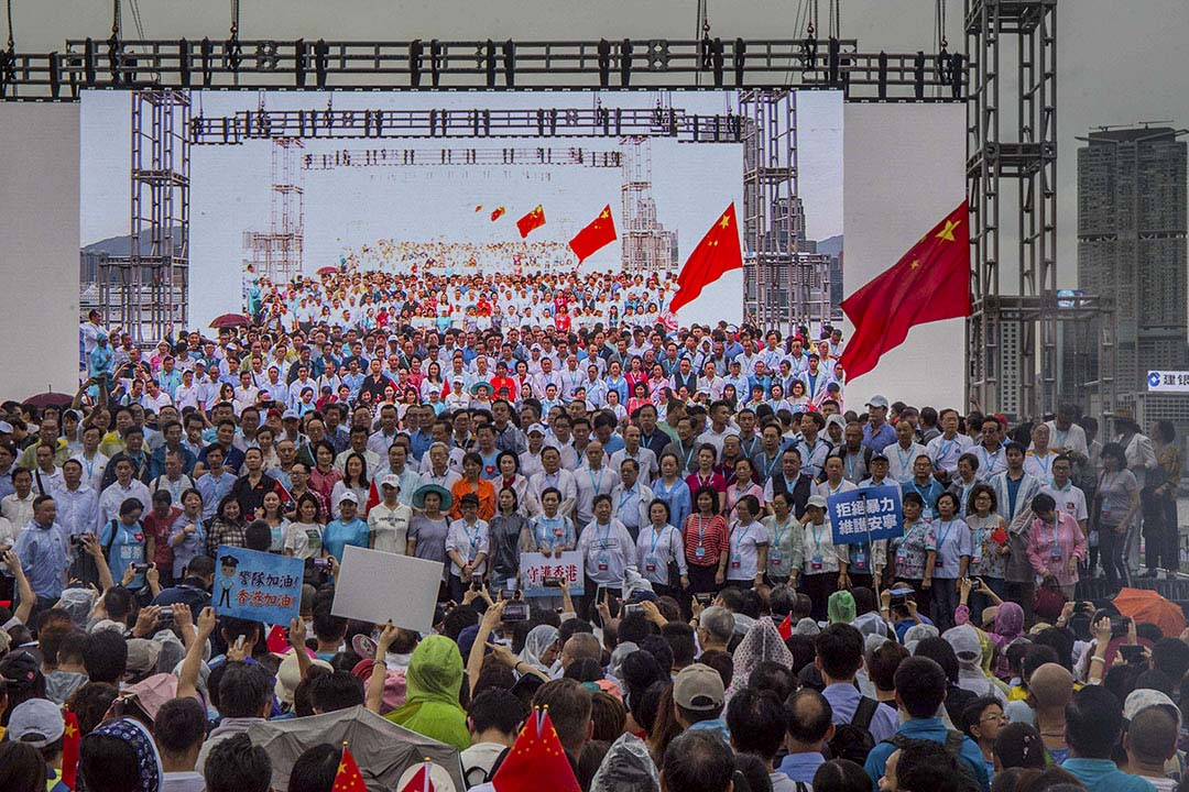 2019年8月17日,「守護香港大聯盟」在金鐘政府總部旁的添馬公園舉辦「反暴力、救香港」集會,大會主辦方稱共有47.6萬人參與;警方數據則稱最高峰時有10.8萬人參加。