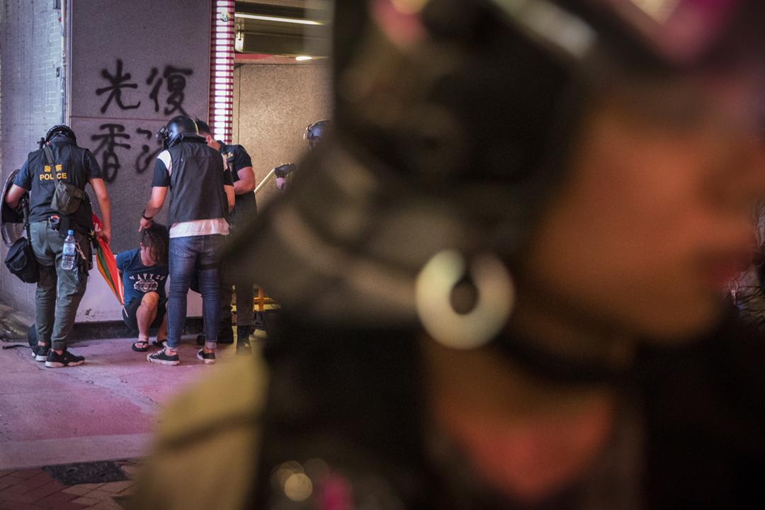 2019年9月8日,數名警員拘捕一名男子。 攝:Chris McGrath / Getty Images