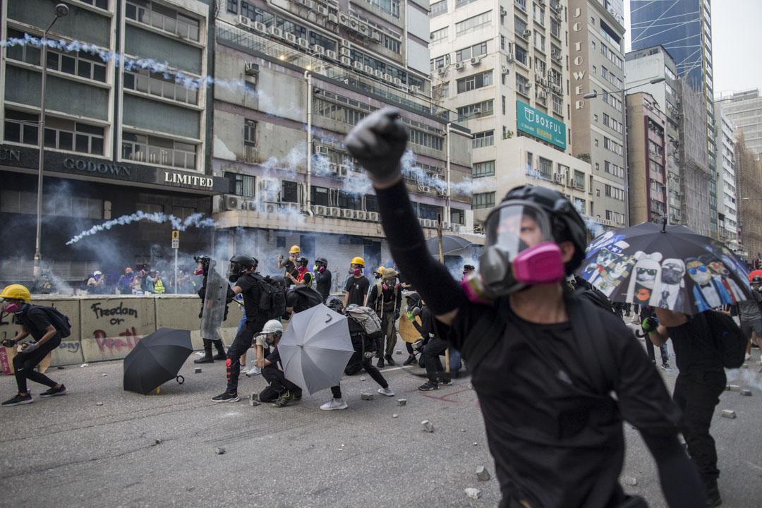 2019年8月24日,有網民發起名為「燃點香港,全民覺醒」的觀塘遊行,遊行後警民爆發多輪衝突,警方密集開槍,發射多枚催淚彈、橡膠子彈、海綿彈和胡椒球。