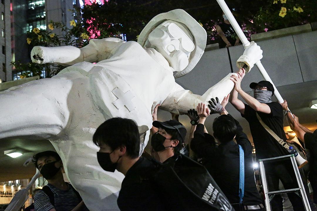 中環遮打花園抗議警察濫權集會。