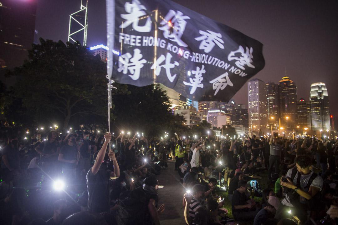 9月28日,晚上7點左右,添馬公園,參加雨傘運動五週年集會的示威者。