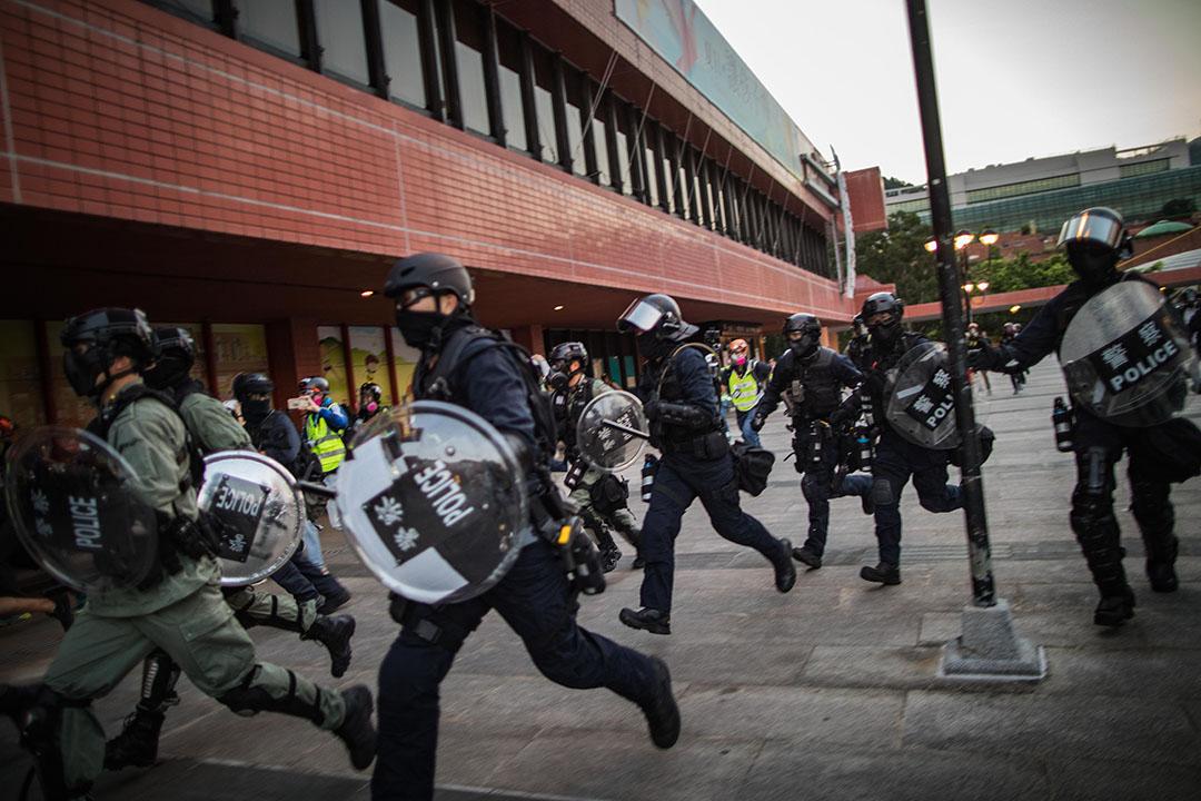 9月22日,下午六點,沙田,防暴警察出動。