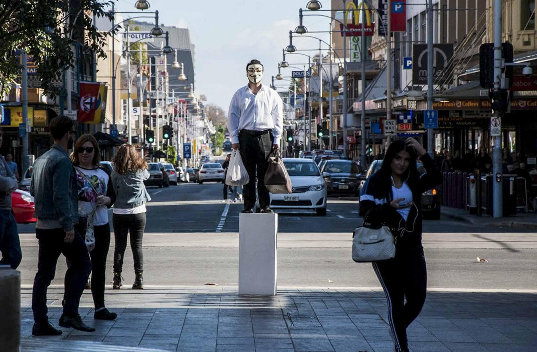 巴丟草在阿德萊德街頭進行「Tankman 2018 」活動。 圖:受訪者提供
