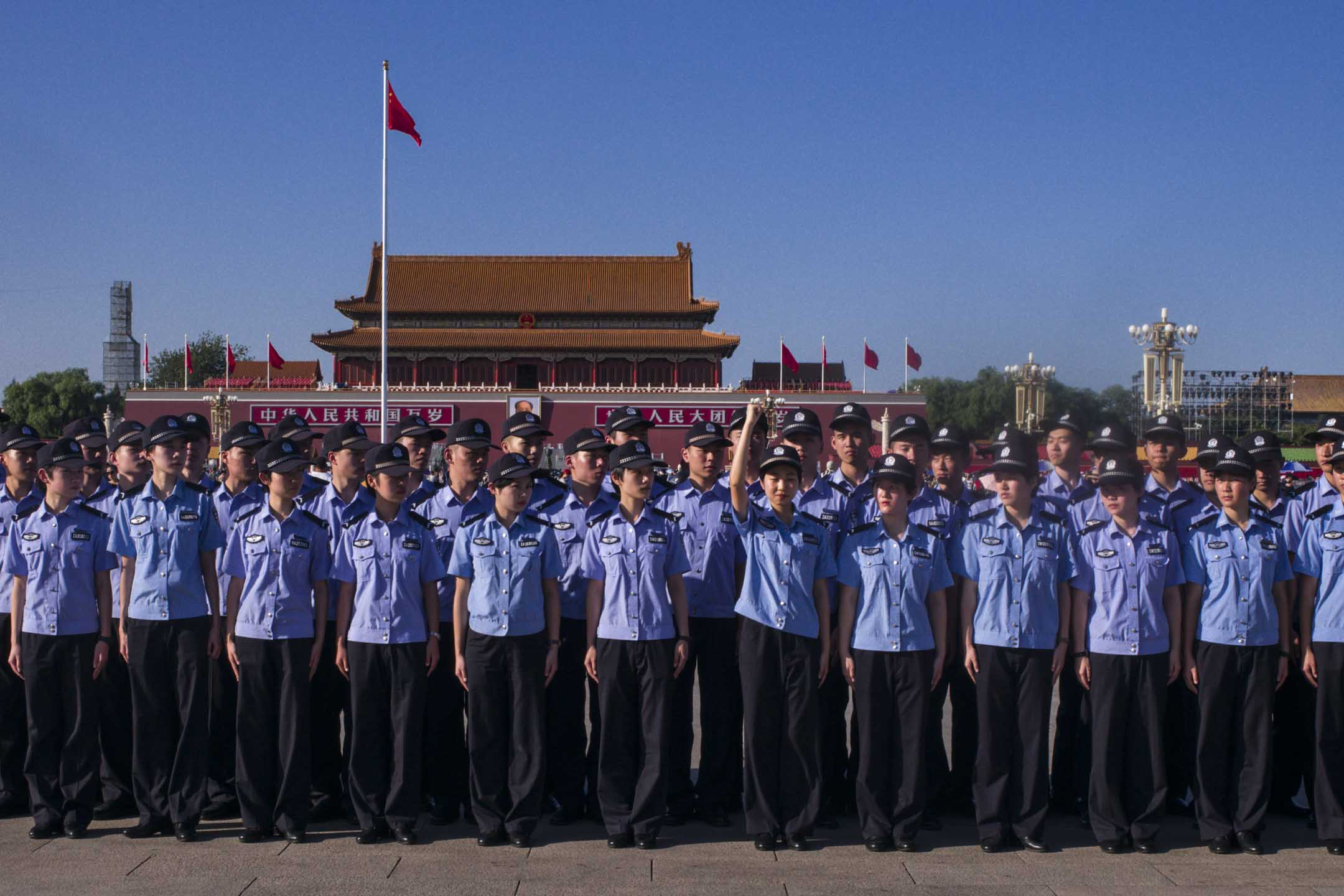 北京警察在天安門廣場。