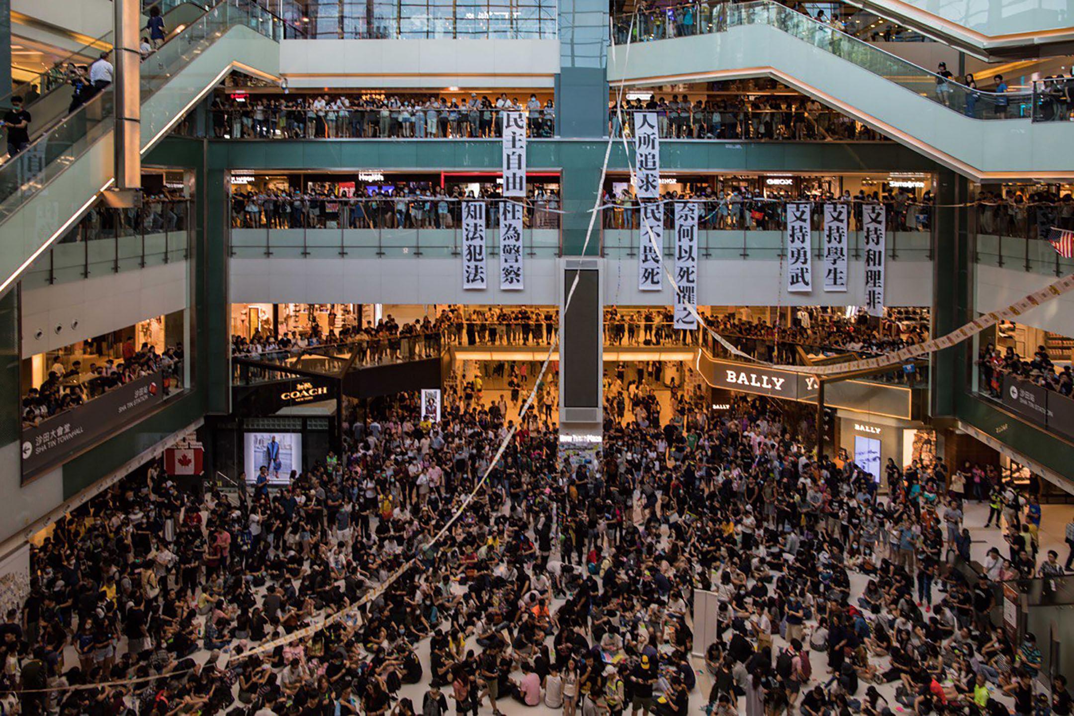 9月22日,下午五點左右,示威者聚集在沙田新城市廣場。