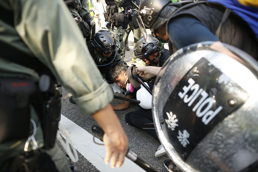 9月21日,屯門公共衛生關注組發起「光復屯門公園」遊行,警察拘捕示威者。