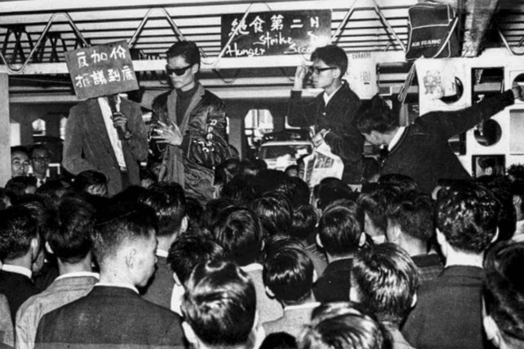 1966 年,蘇守忠在天星碼頭絕食,抗議天星小輪加價,最後演變成九龍騷亂。 網上圖片