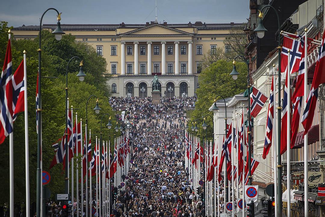 2014年5月17日挪威奧斯陸,挪威國慶期間人群在王宮前面聚集。