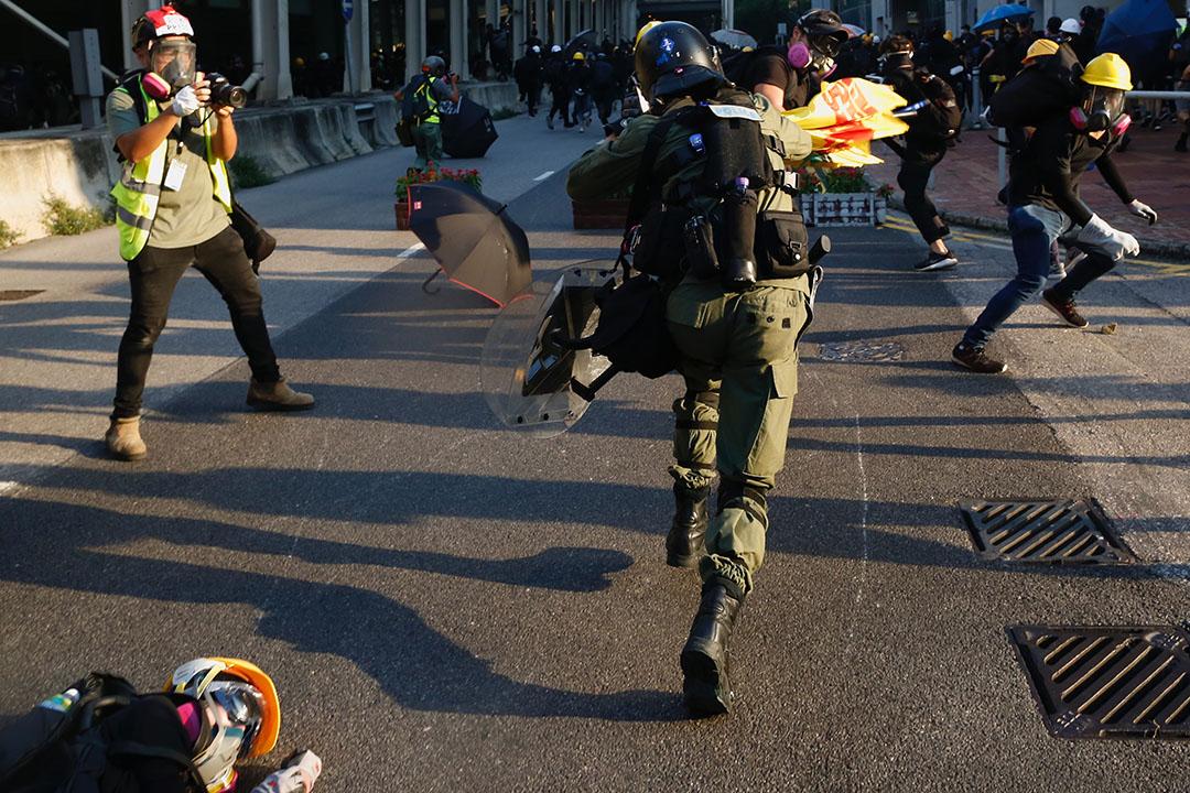 9月21日,下午5點左右,「光復屯門公園」遊行現場,防暴警察到場。