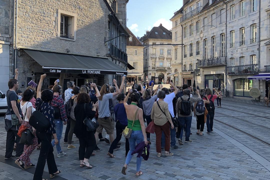 《遙感城市》在法國的城市裏行走。