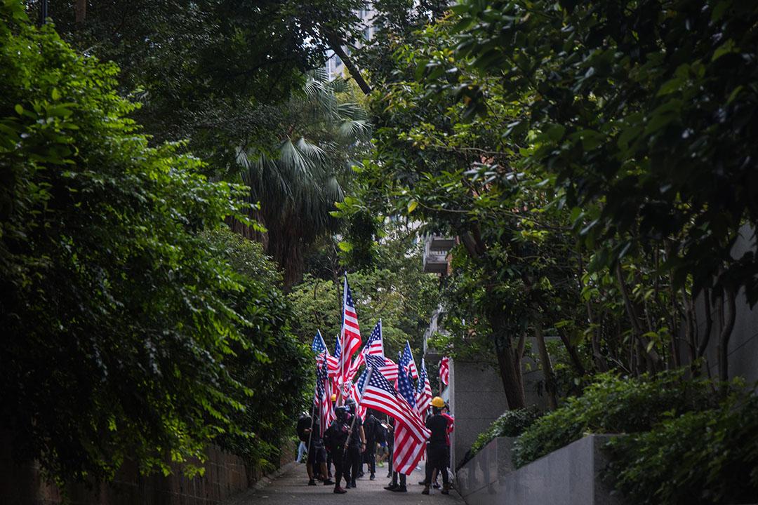 2019年9月8日,市民於遮打花園舉行「香港人權及民主法案祈禱會」,並於會後遊行前往美國領事館請願,推動美國國會通過《香港人權及民主法案》。 攝:陳焯煇 / 端傳媒