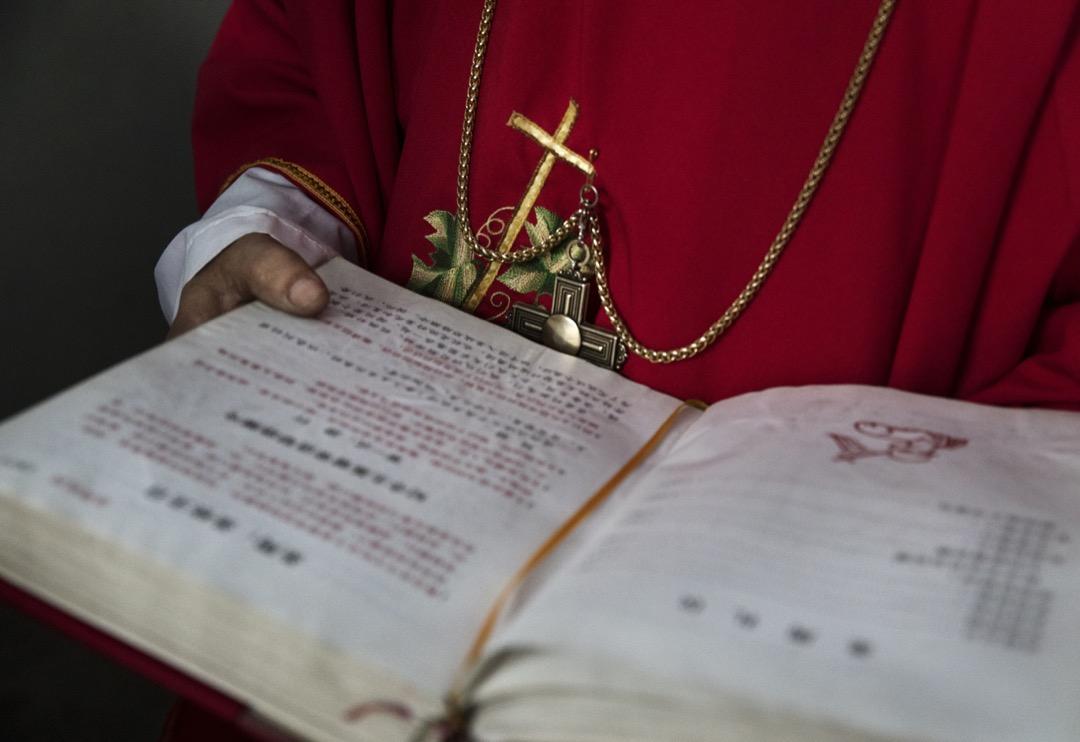 中梵重啟對話三年,北京終於開啟一道門縫,願意與教廷一起摸著石子過河,探索治理天主教的共識。  攝:Kevin Frayer/Getty Images