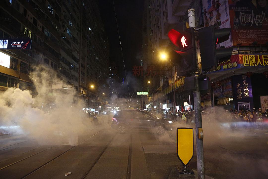 9月15日,警察於晚上10時50分左右,施放數枚催淚彈驅散示威者,但大部分示威者已跑走,餘下在馬路上的車輛。