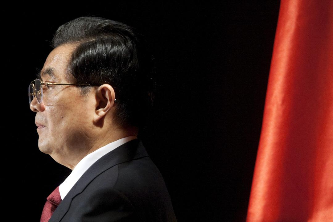 2012年胡錦濤兩屆執政期滿正常退休,中共最高權力經歷了32年時間的運行、更替和交接,任期安排上讓終身制已經喪失了所有的合法性以及合道德性。