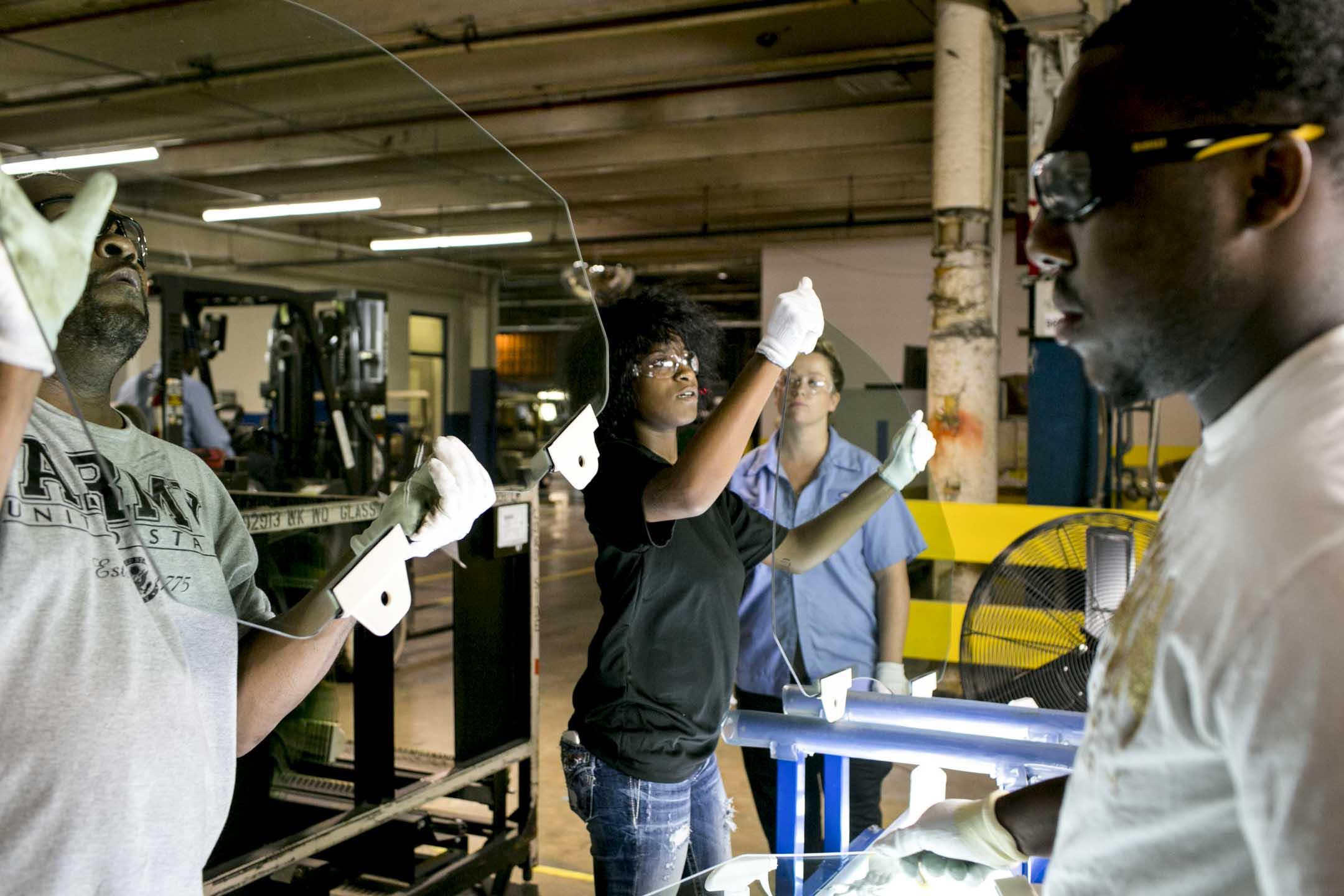 2016年,福耀在美國俄亥俄州投資6億美元設汽車玻璃廠的工程全面完工投產,然而其後連續發生與當地工會和政府的衝突,有關這內容的紀錄片《美國工廠》於2019年上映。 攝:Andrew Spear for The Washington Post via Getty Images