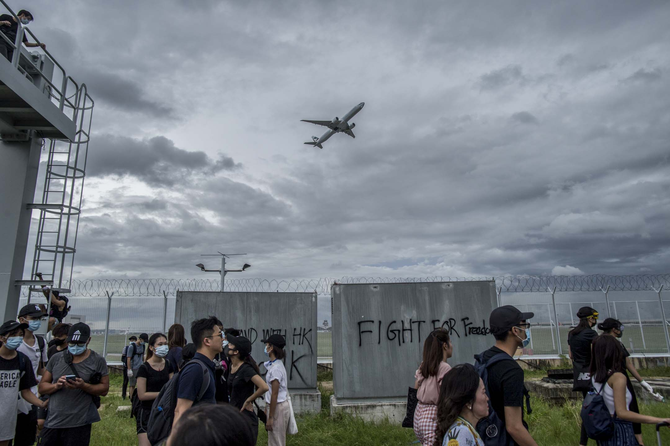 2019年9月1日,大批示威者響應網上號召前往香港國際機場,擬阻礙機場交通及正常運作,繼續向政府施壓。  攝:林振東/端傳媒