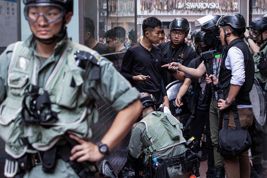 2019年9月29日,有市民在銅鑼灣被警方截查。