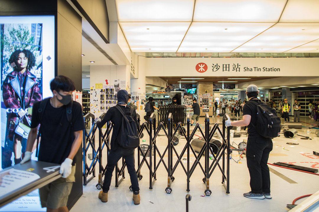 9月22日,下午五點左右,港鐵沙田站,示威者破壞港鐵設施。