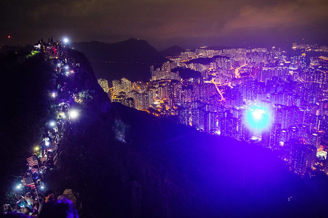 2019年9月13日,大批香港市民登上獅子山共渡中秋。 攝:陳焯煇/端傳媒