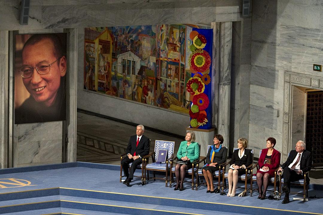 2010年12月10日,在奧斯陸市政廳諾貝爾和平獎頒獎儀式上,一張空椅子留給在中國被囚禁的諾貝爾和平獎得主劉曉波。