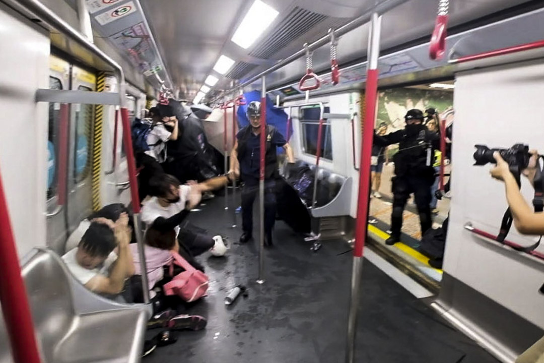 2019年8月31日晚上11時左右,防暴警察在港鐵太子站月台及車廂的乘客以無差別的方式施放胡椒噴劑及以警棍毆打。
