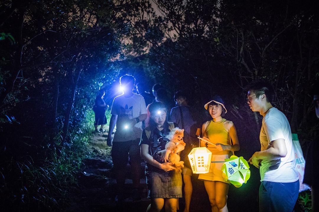 2019年9月13日,大批香港市民登上獅子山共渡中秋。