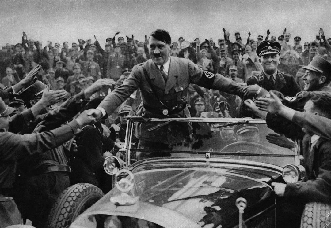 希特勒的「元首」(der Führer)崇拜是內在於納粹體制的,希特勒個人從一開始就是納粹運動的精神力量,也始終是納粹制度的核心。