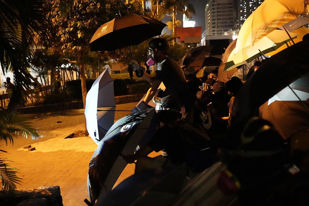 10月4日,夜晚九點半左右,黃大仙的示威者。