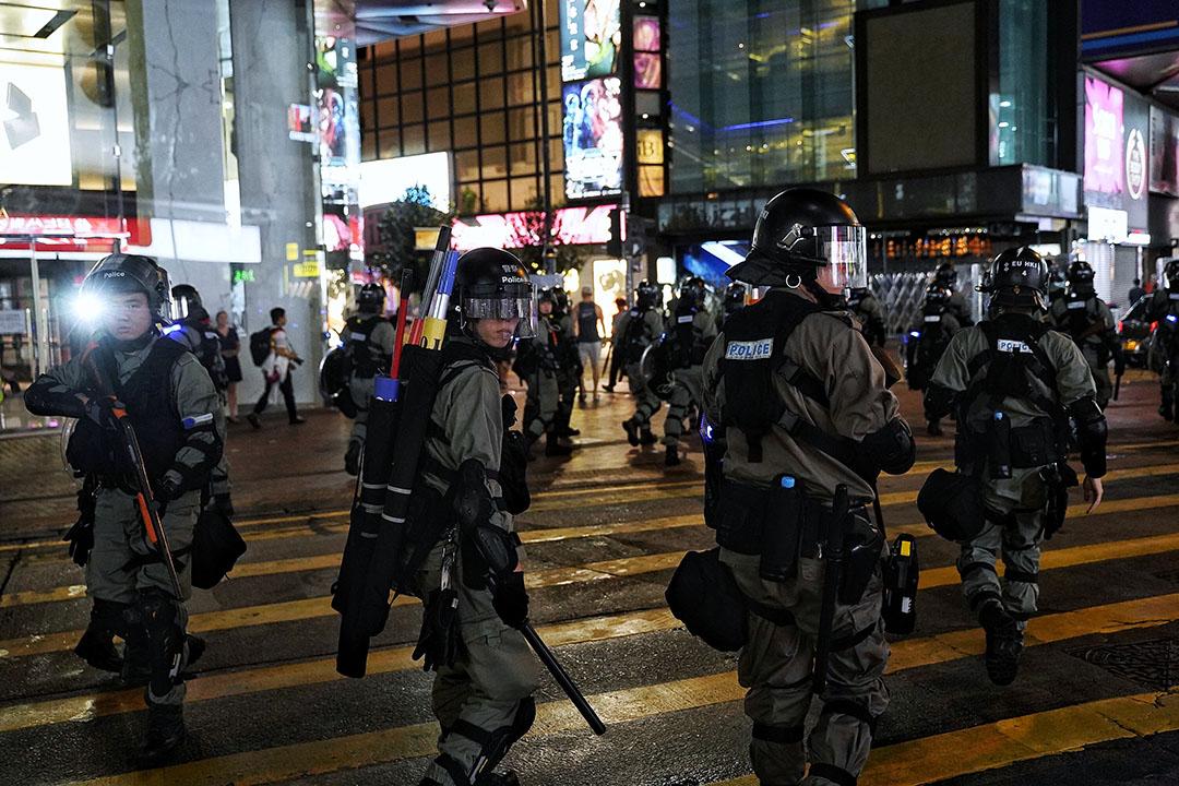 10月6日,晚上7點左右,港島,防暴警察。
