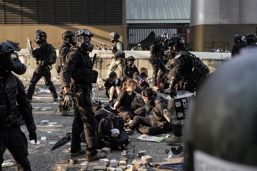 2019年10月1日,黃大仙示威者被捕。 攝:劉子康/端傳媒