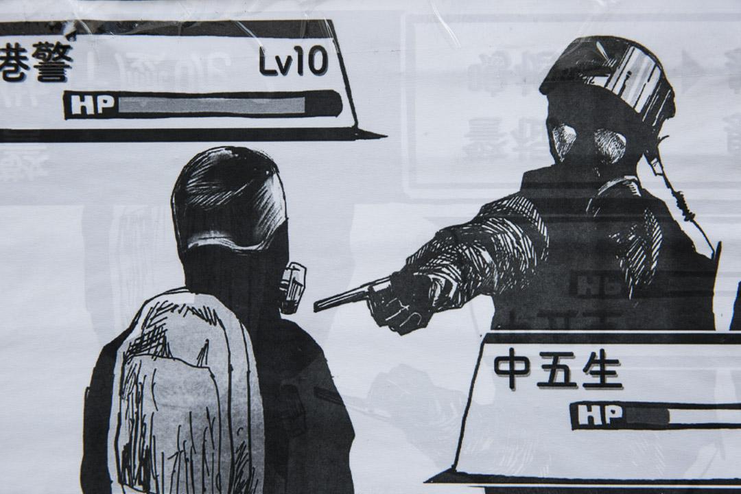 2019年10月9日,荃灣公立何傳耀紀念中學外連儂牆外一幅海報。 攝:林振東/端傳媒