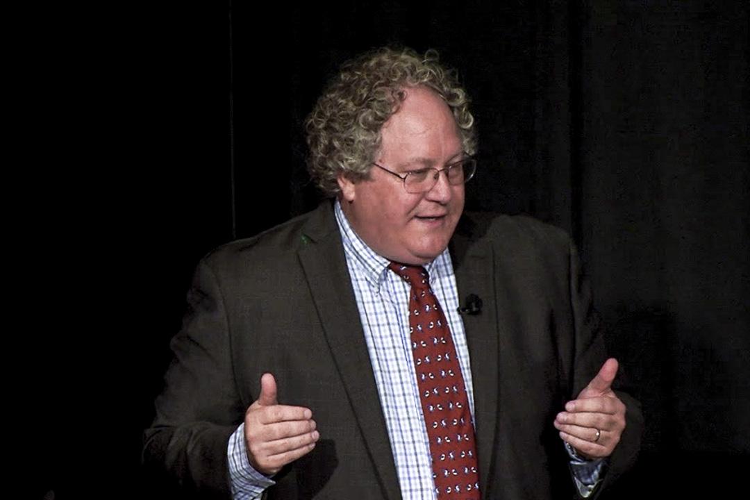 美國學者杜克雷( Clayton Dube)。
