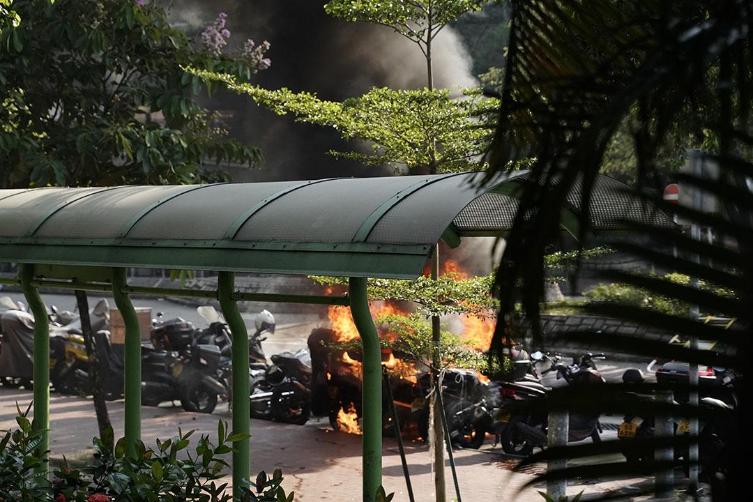 10月1日,黃大仙,汽油彈燒著了電單車。